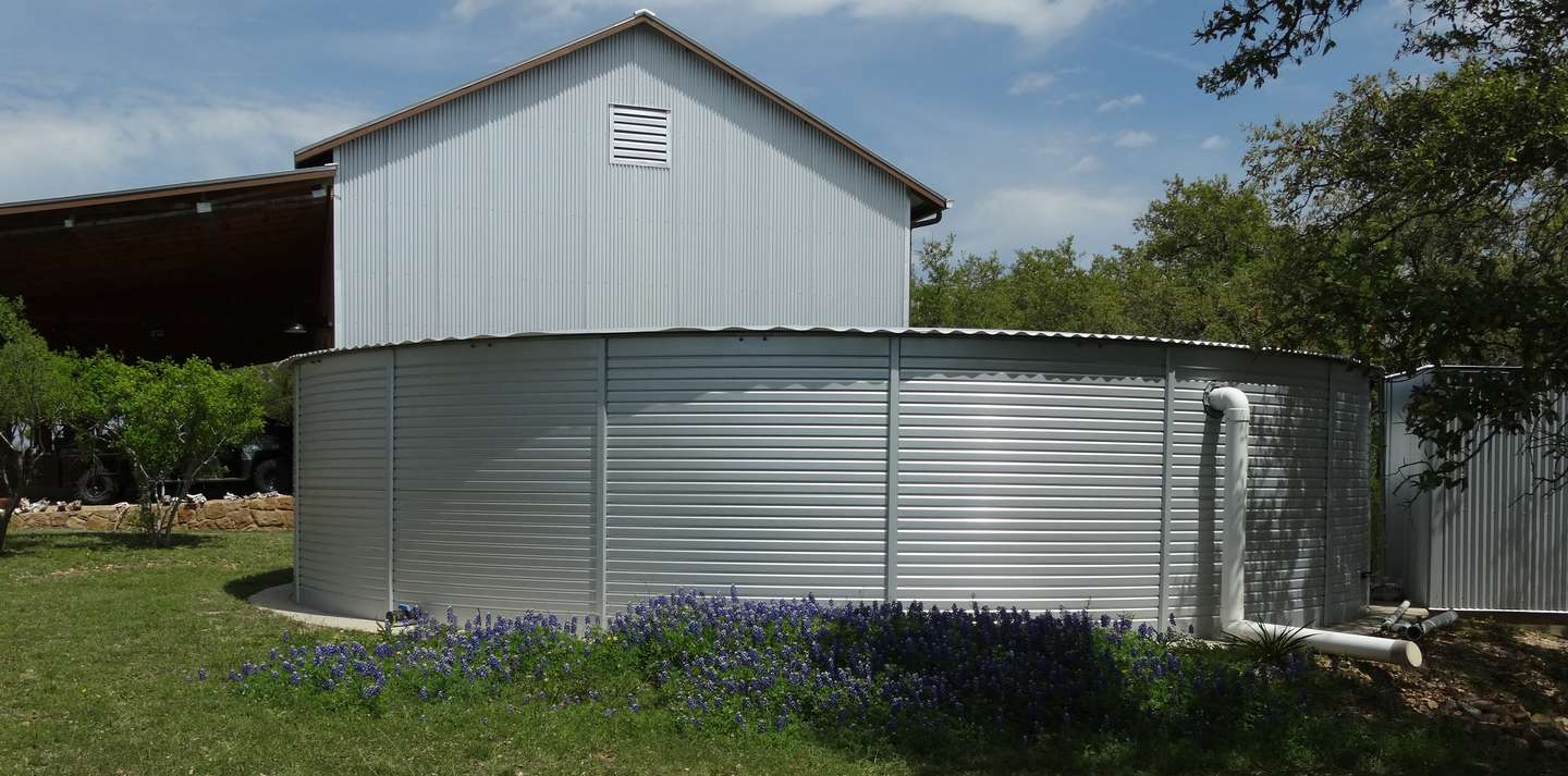 Home water storage tanks in Texas